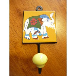 8x8 cm hook right yellow elephant