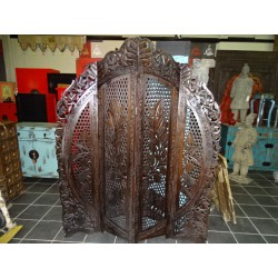 Screen round black patina elephants