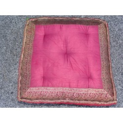 Coussin de sol bords en brocard bordeau