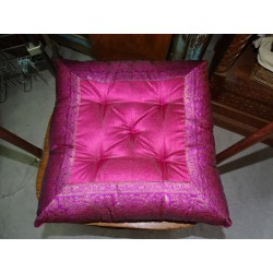 Chair cushion with fuchsia brocade edges 38x38 cm