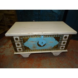 Turquoise and white chest of drawers in mango wood decorated with brass