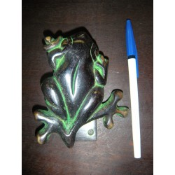 handle green bronze frog